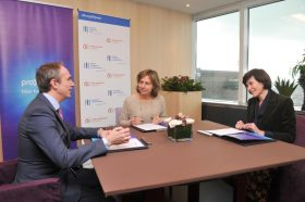 """""""We are pleased to support Proximus in this unprecedented investment to roll-out their fibre optic network across Belgium,"""" said EIB Director General Jean-Christophe Laloux at a ceremony marking the signing of the loan agreement"""